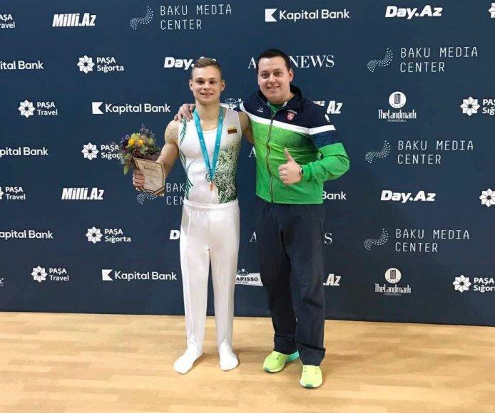 Tomas Kuzmickas su treneriu Jevgenijumi Izmodenovu