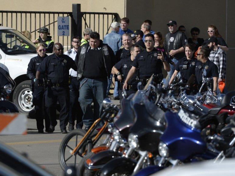 Baikerių paroda JAV baigėsi gaujų susišaudymu