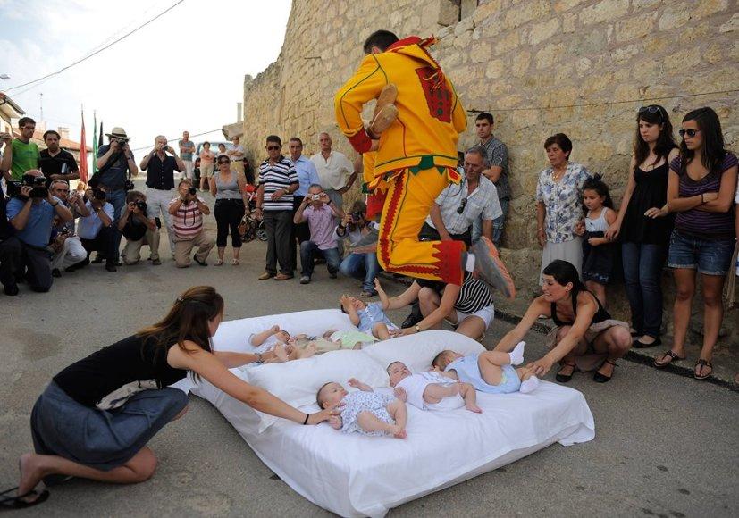 """""""Baby Jumping Festival"""" (""""El Salto del Colacho"""") / Festivalio organizatorių nuotr"""