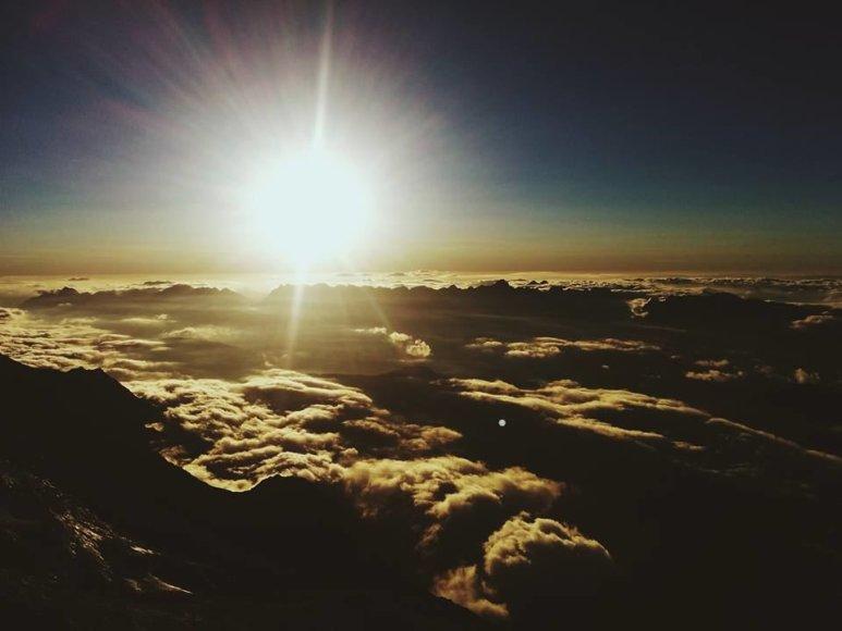 Saulėtekis, belaukiant sraigtasparnio