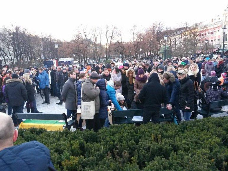 Keli šimtai emigrantų protestavo prie Norvegijos parlamento