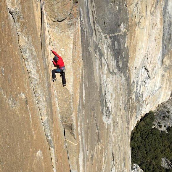 Kopimas į El Kapitaną, kurį alpinistai vadina viena sudėtingiausių uolų pasaulyje.
