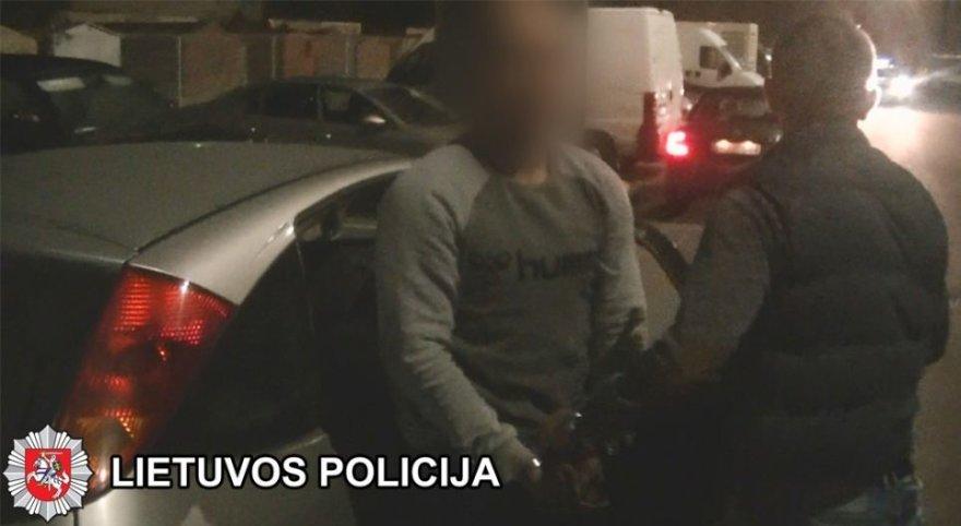 Klaipėdoje sulaikyti vagystėmis iš automobilių įtariami asmenys.