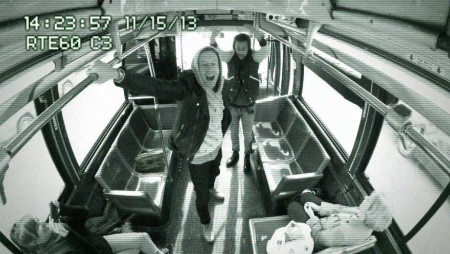 Improvizuotas Macklemore'o ir Ryano Lewiso koncertas Niujorko autobuse