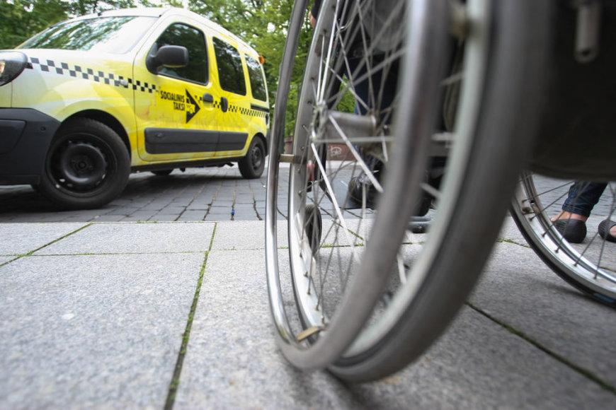 Specialus taksi dirbs visą parą ir vežios neįgaliuosius