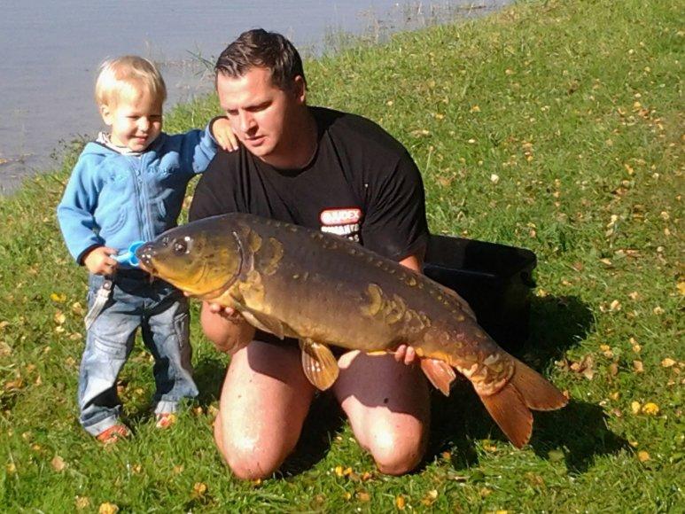 14,5 kilogramo svėręs veidrodinis Iglės ežero karpis