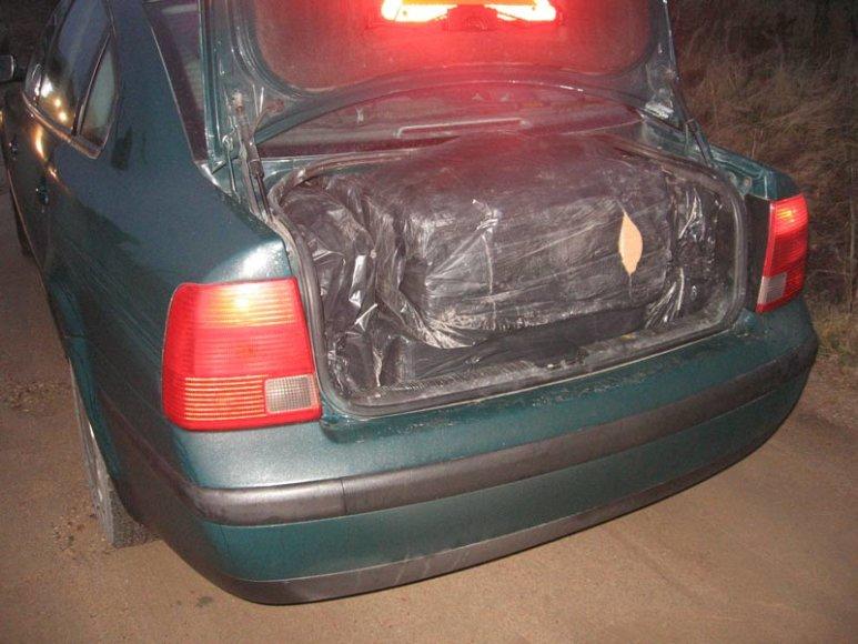 Cigaretės automobilio bagažinėje