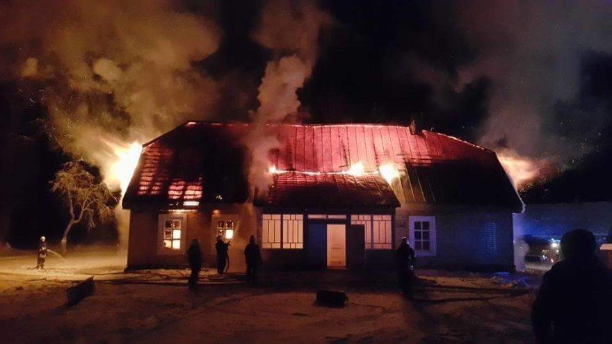 Sudegė Kaltanėnų bendruomenės namai