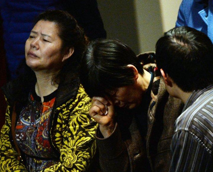 """Dingusio Malaizijos lėktuvo keleivių artimieji naujienų laukia """"Lido"""" viešbutyje Pekine"""