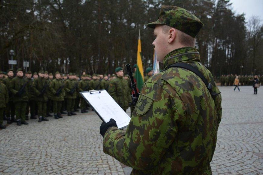 Į atsargą išlydima apie 130 tarnybą Birutės ulonų batalione baigusių šauktinių karių