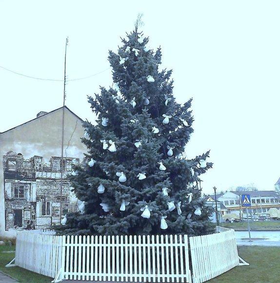 Žagarės (Joniškio raj.) Kalėdų eglutė/J.Jurevičiaus nuotr.