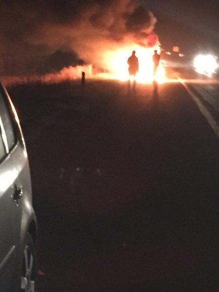 Automagistralėje prie Gargždų sudegė automobilis