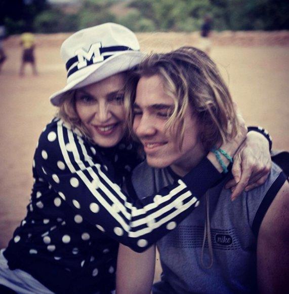 """Scanpix""/Xposurephotos.com nuotr./Madonna su sūnumi Rocco"