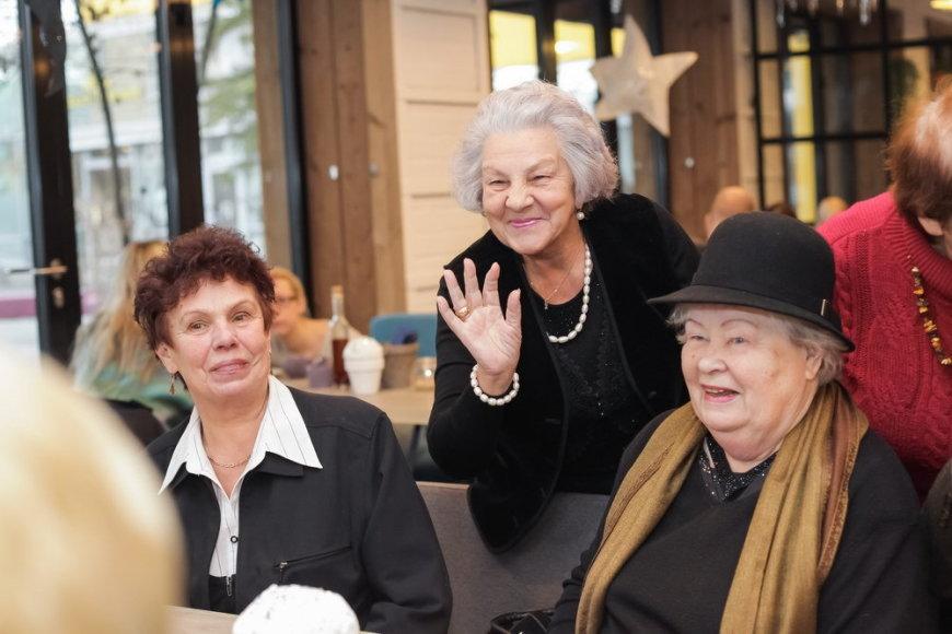 Senjorų pasisėdėjimas kavinėje