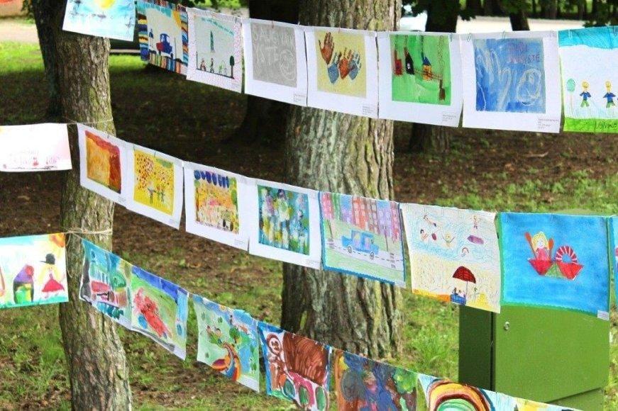 Rekordinė vaikų piešinių paroda Vingio parke