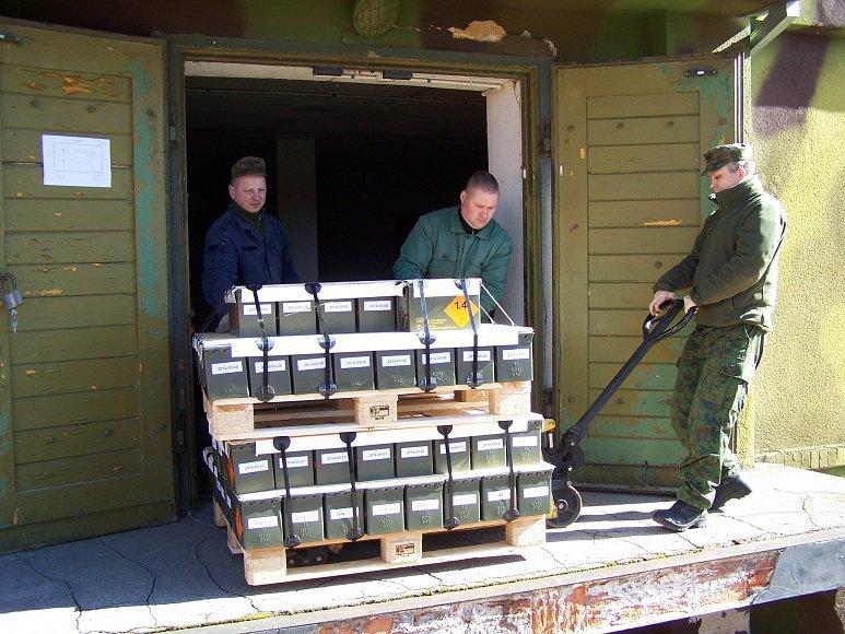 Lietuvos kariuomenė policijai perdavė apie pusę milijono automatiniams šautuvams skirtų šaudmenų.