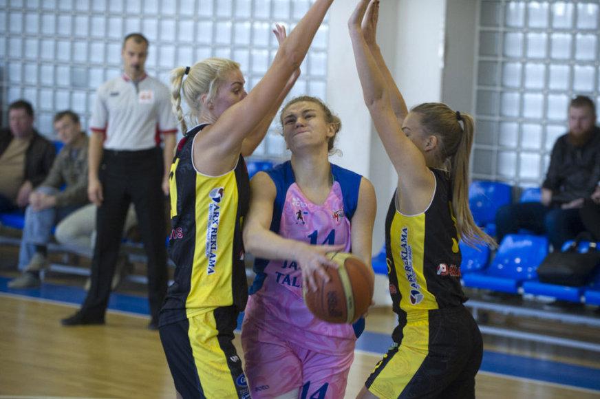 """LMKL čempionate  Kauno """"Aistės-LSU-Paradis"""" krepšininkės 79:59  nugalėjo Vilniaus """"Jaunųjų talentų"""" ekipą."""