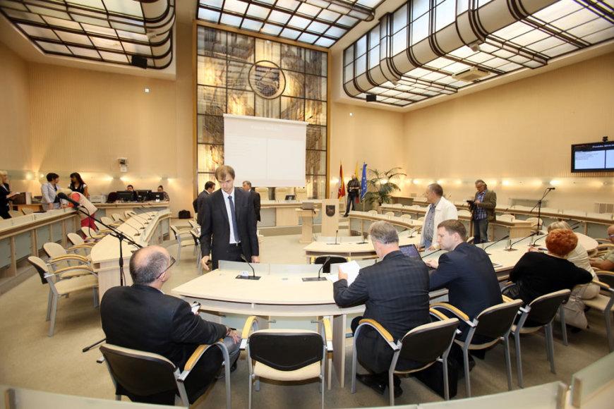 Neeilinis tarybos posėdis