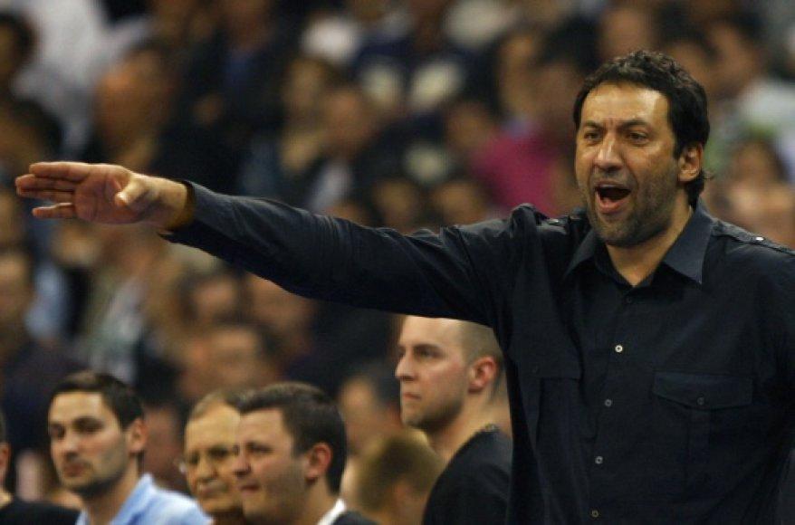 Vlade Divacas tiki, kad serbai žais olimpiadoje.