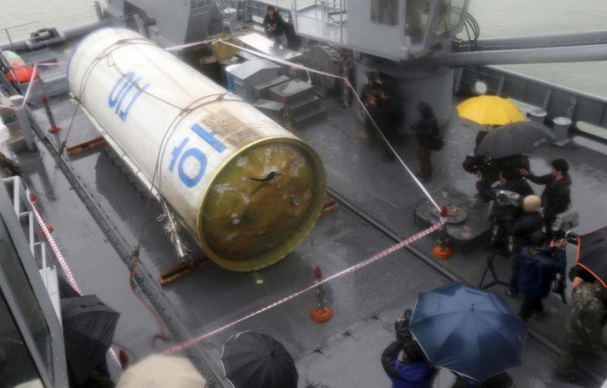 """Šiaurės Korėjos """"Unha-3"""" raketos dalis"""