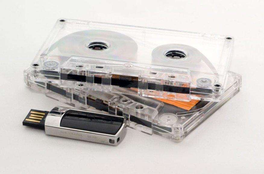 Juostinė kasetė ir USB atmintinė