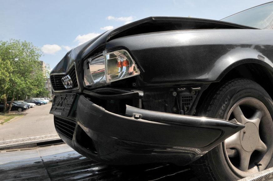 Įvykio kaltininko automobilis po avarijos