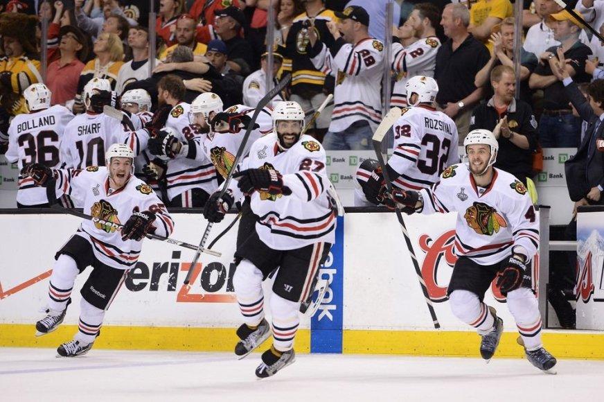 """Čikagos """"Blackhawks"""" ledo ritulininkai džiaugiasi pergale."""