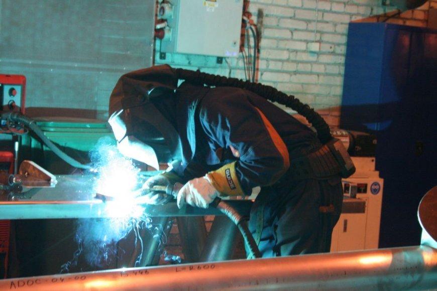 Uosto kompanijos vis stokoja kvalifikuotų darbuotojų, todėl pačios ėmėsi mokyti bedarbius šios profesijos.