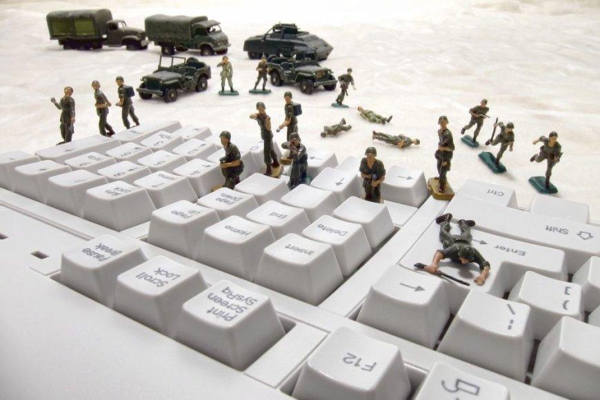 Karai vis dažniau vyksta virtualioje erdvėje.