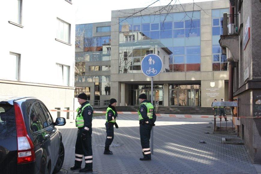 Gautas pranešimas, kad Kauno apygardos teisme padėtas sprogmuo