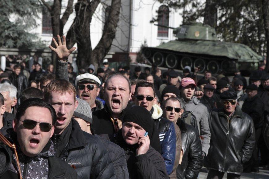 Prorusiškai nusiteikę protestuotojai Krymo sostinėje Simferopolyje