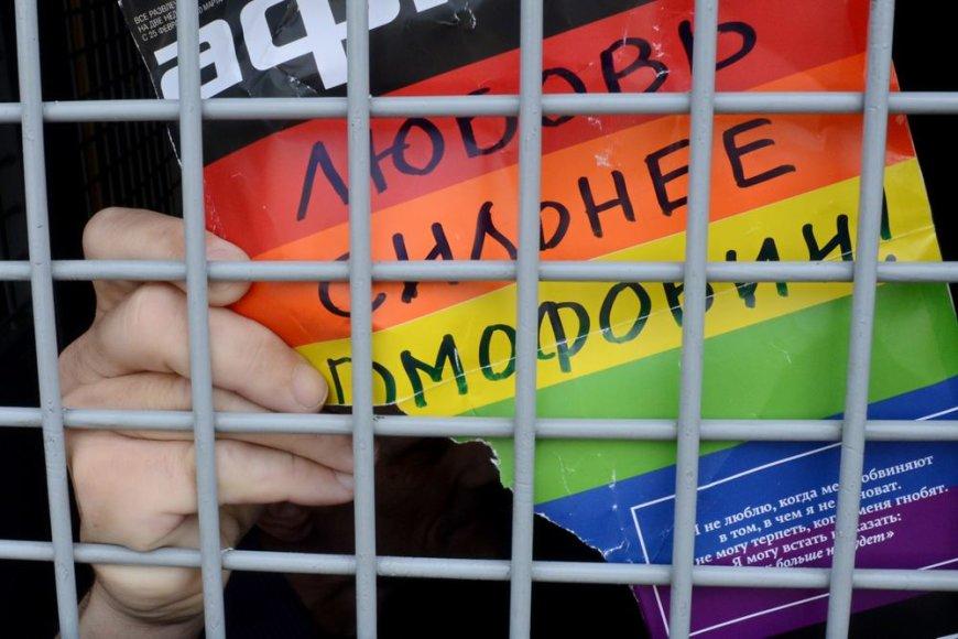 """Užrašas """"Meilė yra stipresnė už homofobiją"""""""
