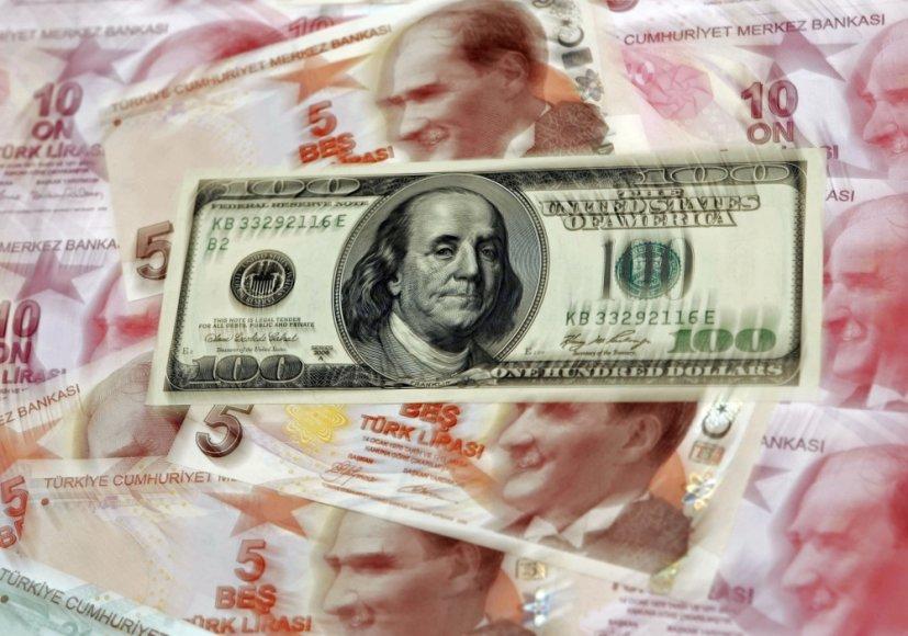 JAV ekonomikai atsigaunant Turkijos lirų kursas krenta