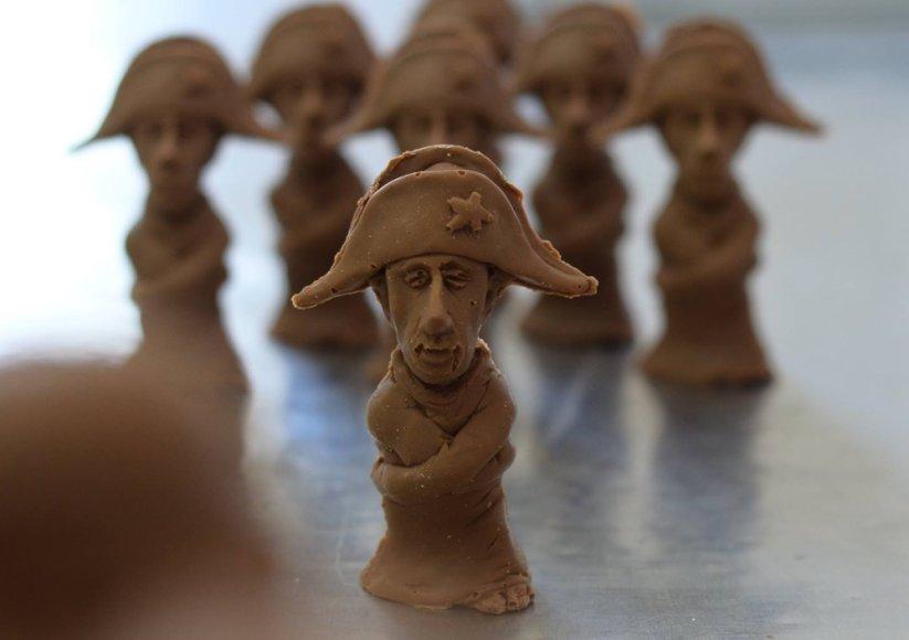 Šokoladinės V.Putino tramdomuosiuose marškiniuose figūrėlės