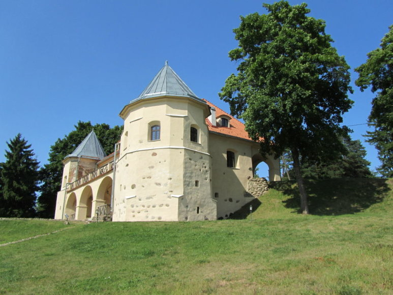 Atstatyta Norviliškių pilis