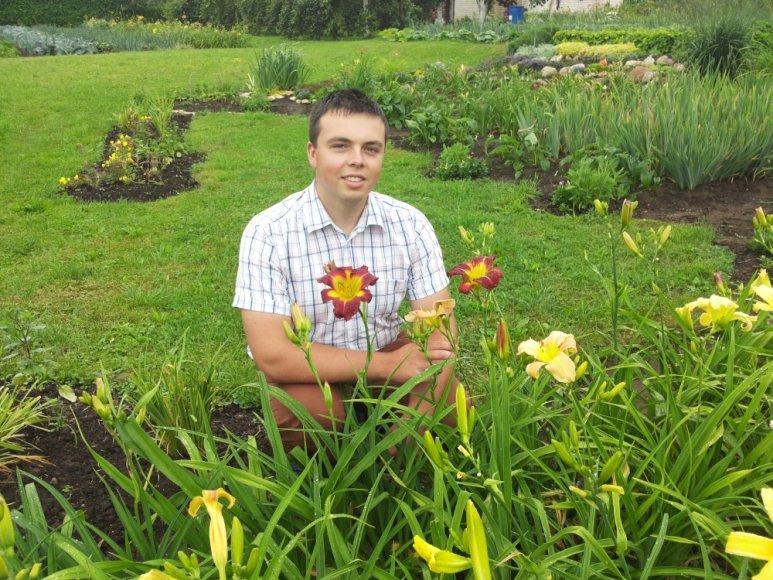 Edvinas su savo išveista gėle Mitsu