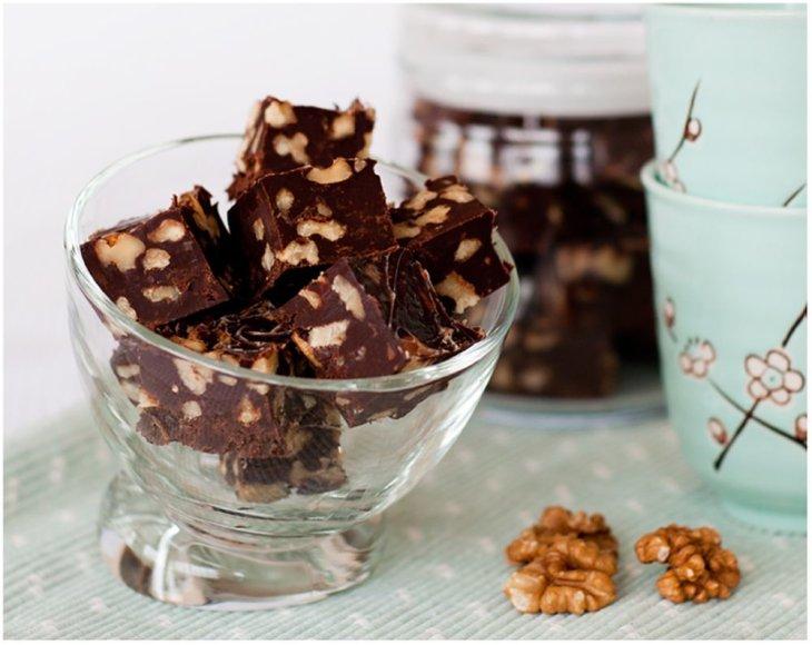 Šokoladiniai saldainiai su graikiniais riešutais