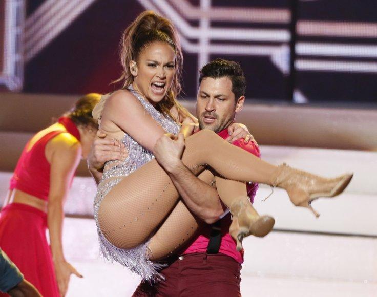 Jennifer Lopez ir Maksimas Chmerkovskiy per Amerikos muzikos apdovanojimus