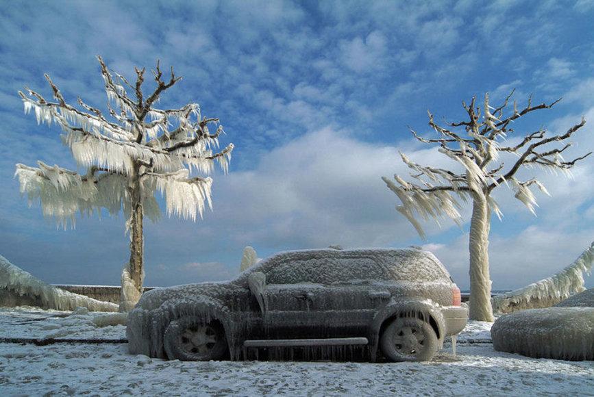 Užšalęs automobilis