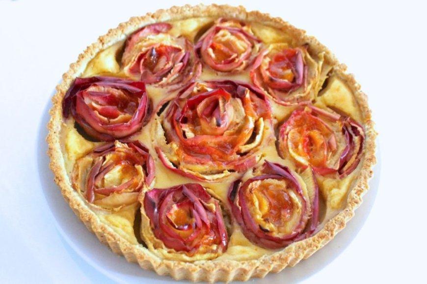 Pyragas su obuolių rožytėmis