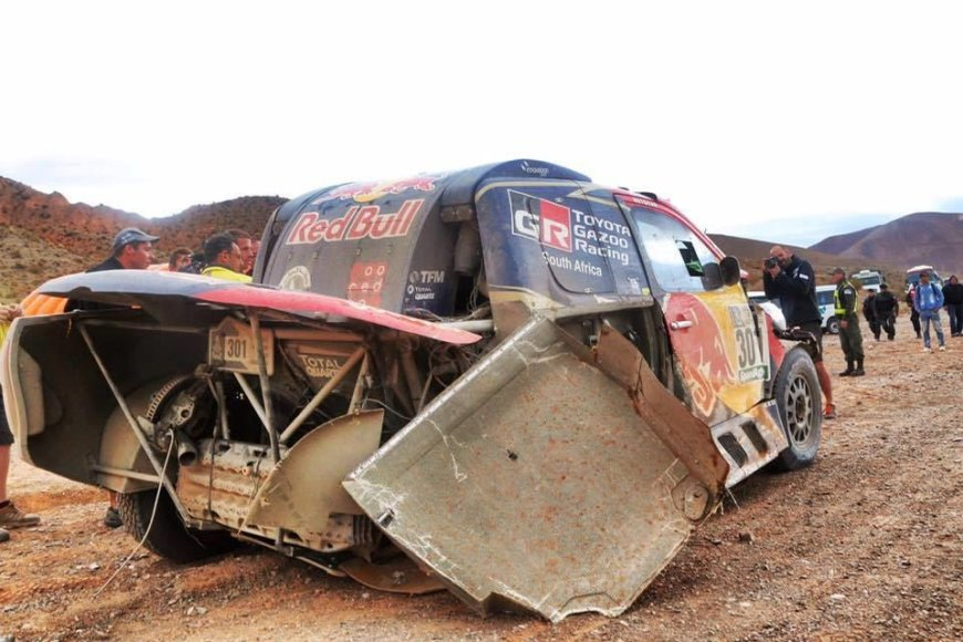 "Nassero Al-Attiyah ""Toyota Hilux"" su trimis ratais"