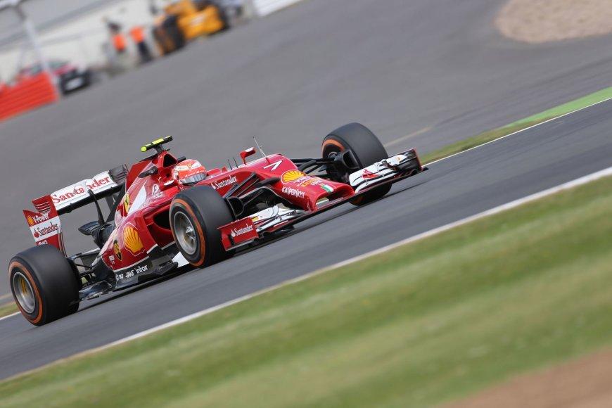 """""""Formulės-1"""" penktadienio treniruotės Silverstone"""