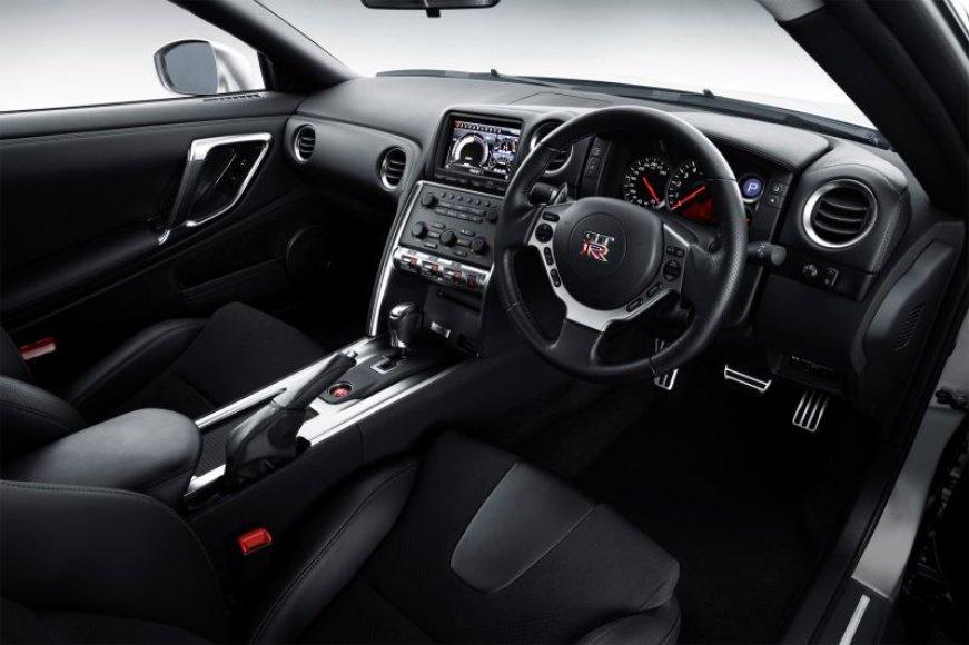 """""""Nissan GTR"""" salonas"""