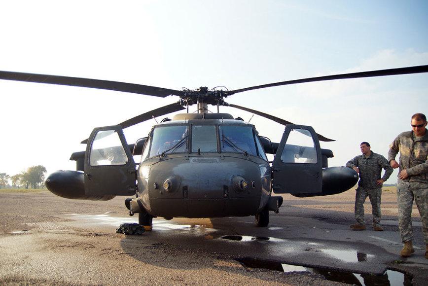 """Kauno S.Dariaus ir S.Girėno aerodromą aplankė JAV kariuomenės sraigtasparniai """"Black Hawk"""""""