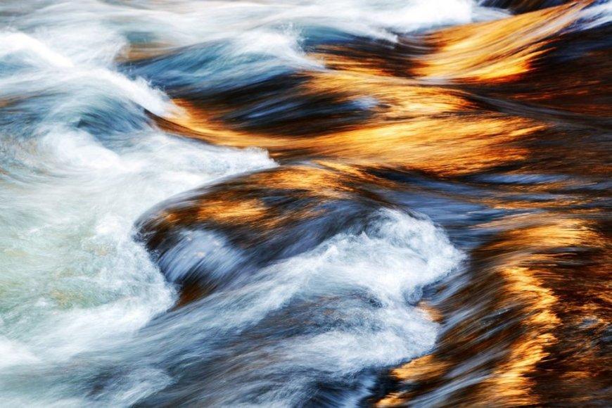 Josemičio nacionaliniame parke tekanti upė