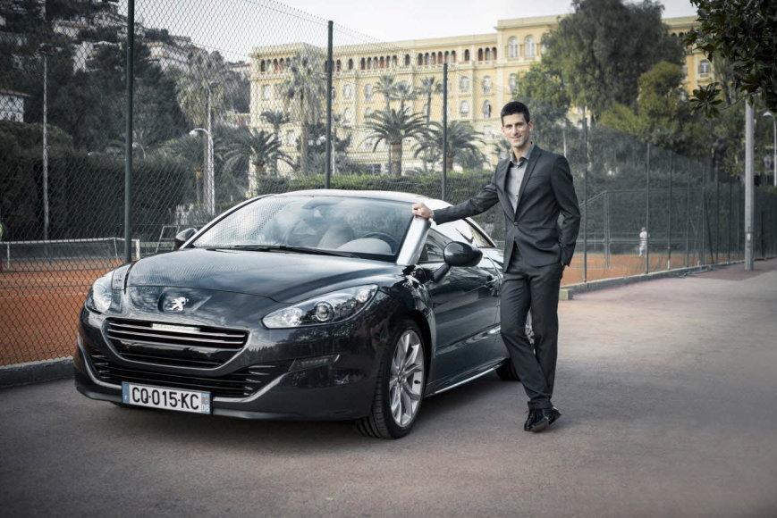 """Novakas Džokovičius ir """"Peugeot"""""""