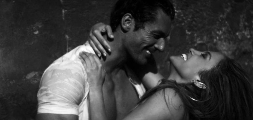 "Jennifer Lopez ir Davidas Gandy dainos ""First Love"" vaizdo klipe"