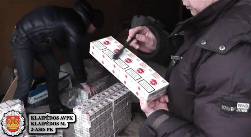Nuolatinės gyvenamosios vietos neturintis vyras turėjo 9 tūkst. pakelių kontrabandinių cigarečių.
