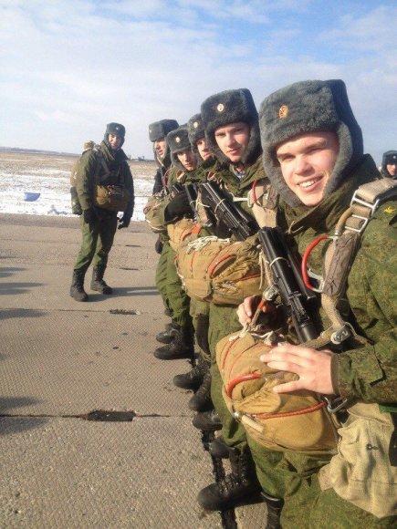 Buvęs Vilniaus Sofijos Kovalevskajos gimnazijos auklėtinis M.Smechovas dabar studijuoja Riazanės aukštojoje oro desanto vadų mokykloje.