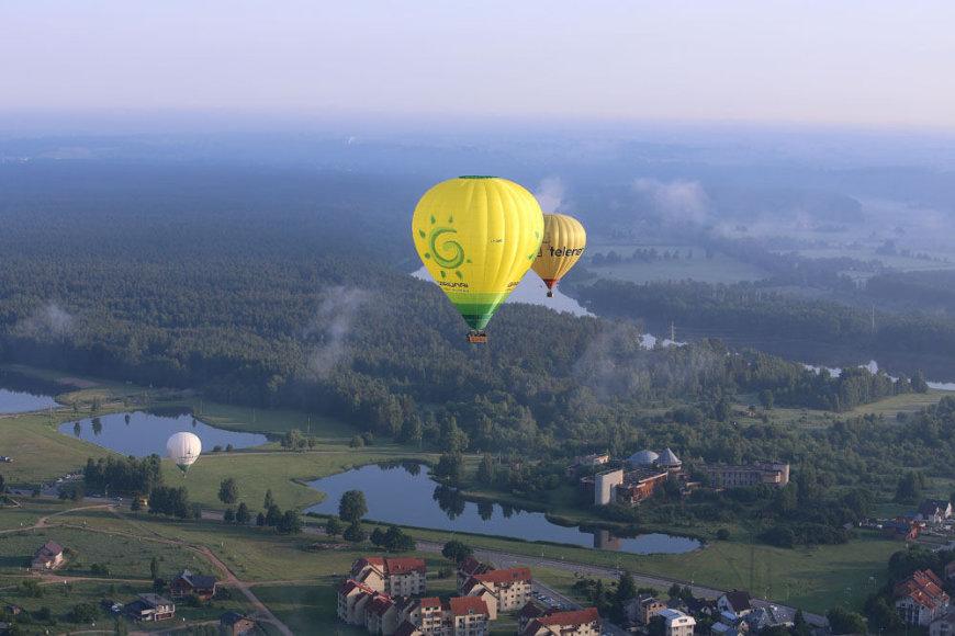 """Oro balionų fiestos """"Birštono taurė 2013"""" varžybų skrydžiai"""